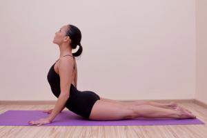 йога для начинающих дома упражнения фото
